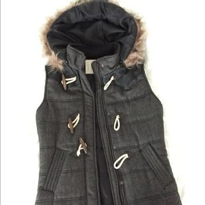 Jackets & Blazers - Vest with Removable Faux Fur Hood 🤗 NWOT